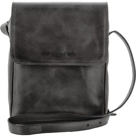 Väska med lock och axelrem svart, blixtlås och magnetlås i skinn