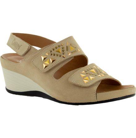 Inger sand sandalett i mocka med metalldekor
