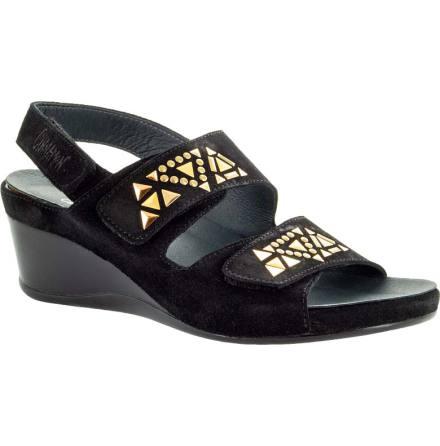Inger svart sandalett i mocka med metalldekor