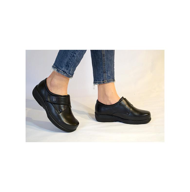skor för stora fötter